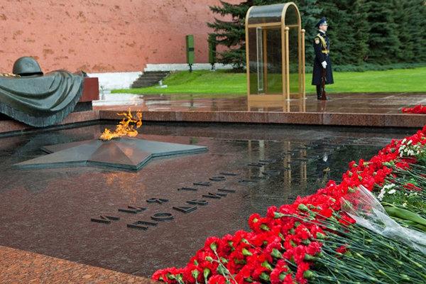 Российские и белорусские журналисты почтили память защитников Москвы. мемориал