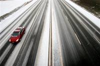 В Москве из-за снегопада велика угроза крупных ДТП