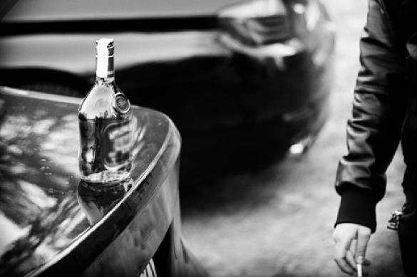 Костанайцы ведрами черпали алкоголь из перевернувшегося спиртовоза. 398620.jpeg