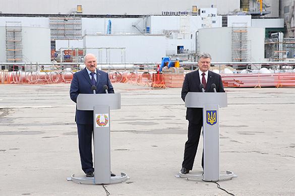 Лукашенко пообещал Порошенко не вступать в войну против Украины