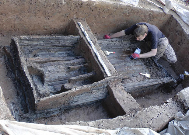 Новгородские археологи отыскали несколько десятков квадратных метров фресок XII века