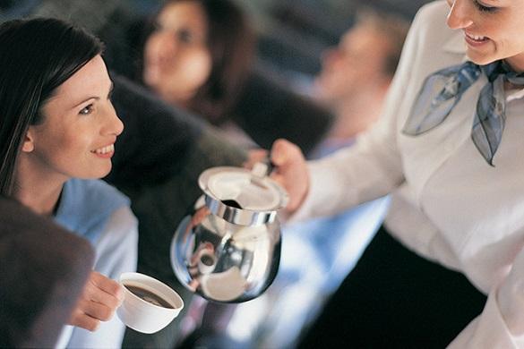 Кофе с бактериями заказывали? Пить кофе и чай в самолете опасно. 395623.jpeg
