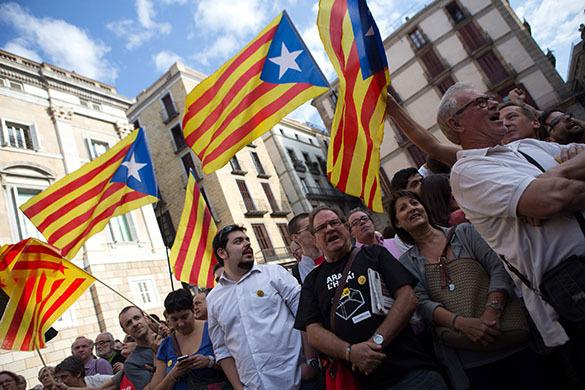 Каталонцы считают, что власти Испании ущемляют их язык и культуру.