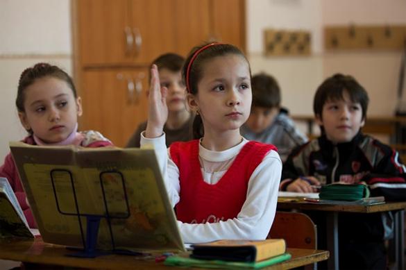 Экономить на Украине начнут с учителей. Экономить на Украине начнут с учителей?