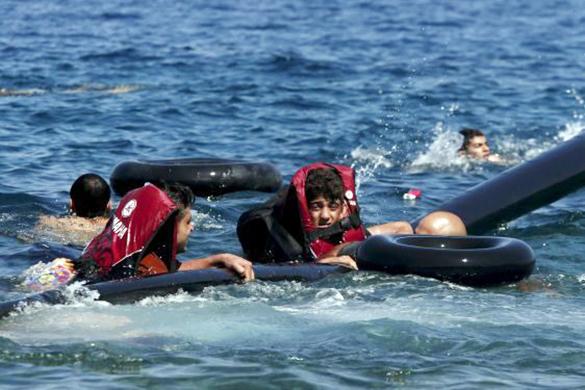 У берегов Греции перевернулась деревянная лодка, утонули 16 мигрантов. У берегов Греции перевернулась деревянная лодка, утонули 16 мигр