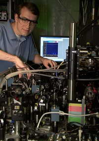 Ученые учатся управлять квантовым компьютером