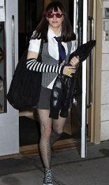 Переодевшись в повседневные вещи дочурки, Мадонна