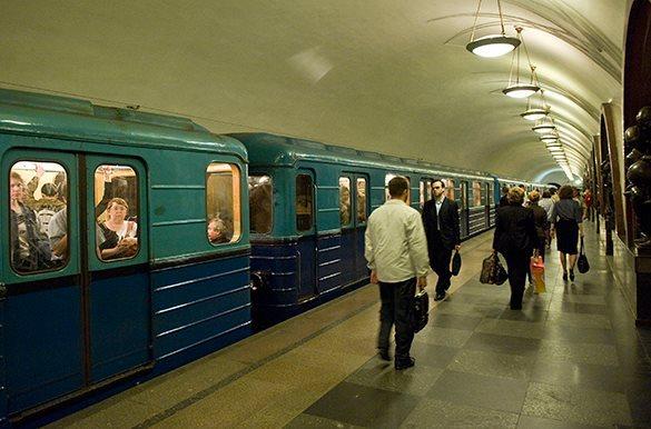 Пользователи Wi-Fi в московском метро увидели на экранах своих гаджетов порноролик.