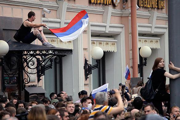 Опрос: митинги вДень Российской Федерации  недобавили Навальному популярности