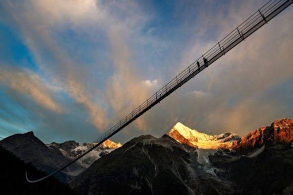 Самый длинный висячий пешеходный мост открыли в швейцарском Вале. 372634.jpeg