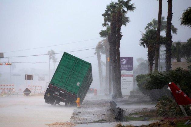 Опубликовано фото и видео последствий урагана
