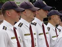 Латвийским полицейским запретили жевать на службе