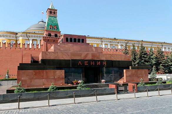 Степашин: Ельцин едва не снес мавзолей Ленина