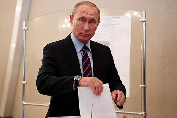 Президент Владимир Путин проголосовал на выборах главы государства. Президент Владимир Путин проголосовал на выборах главы государст