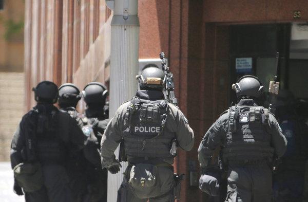 Полицейские пошли на штурм кафе с заложниками в Сиднее. 306639.jpeg