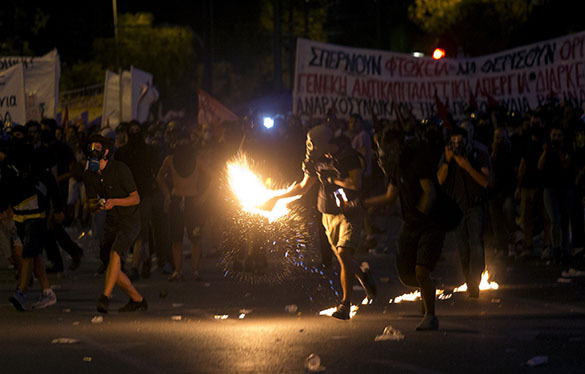 В Афиназ анархисты разнесли полицейский участок
