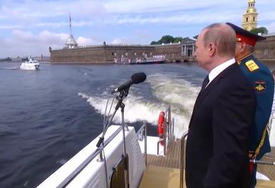 Президент России принимает военно-морской парад в честь Дня ВМФ в. Президент России принимает военно-морской парад в честь Дня ВМФ