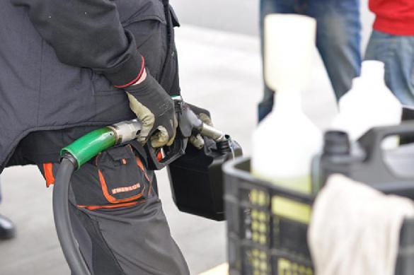 Росстат признал резкий рост цен на бензин в сентябре. 393645.jpeg