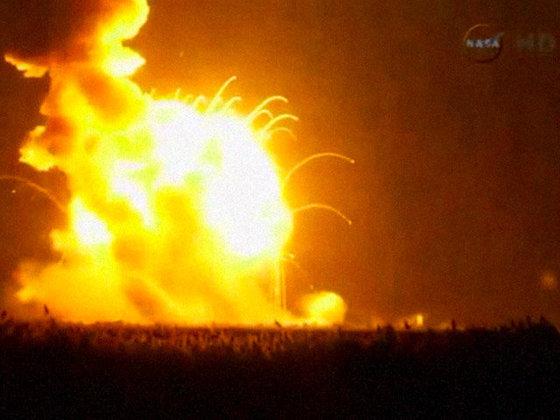 Ракета Antares была намеренно взорвана после обнаружения неполадок при запуске. Antares взорвали сразу после неудачного запуска