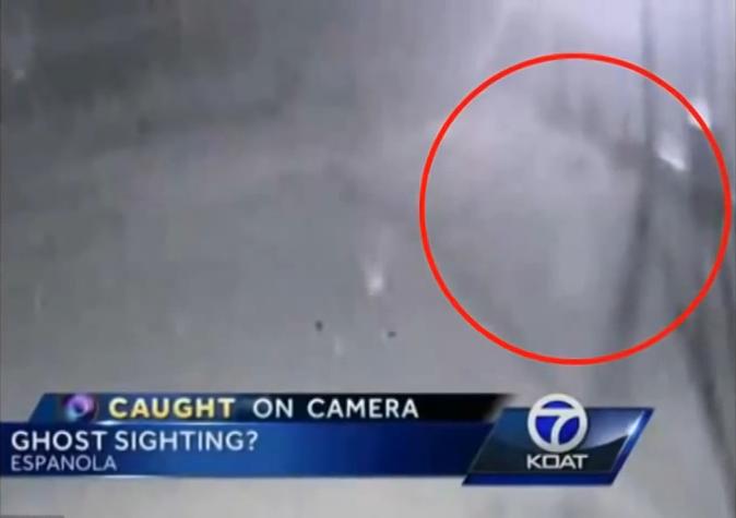 """Видеокамера """"застукала"""" призрака рядом с полицейским участком в США."""