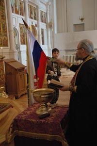 В древних храмах России воспитывают юных витязей