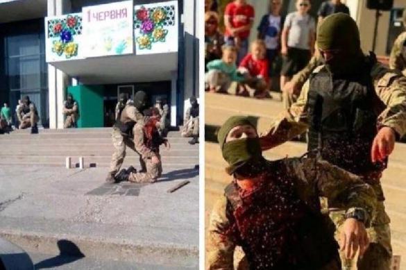 Спецназ научил украинских детей как перерезать горла. 387648.jpeg