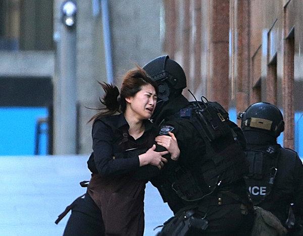 Штурм кафе с заложниками в Сиднее завершился. 306649.jpeg