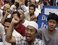 Оппозиция Таиланда захватила танк и бронемашины