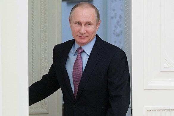 Путин пожурил главу Минкульта, предложившего развлекать женщин о