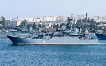 Более 40 кораблей стали участниками парада в Севастополе. Более 40 кораблей стали участниками парада в Севастополе