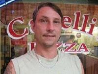 Разносчик пиццы спас женщину от насильника