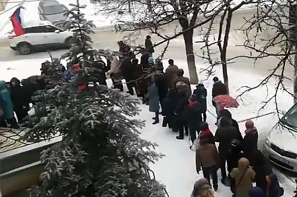 Опубликовано видео огромной очереди на выборах президента РФ в Кишиневе. Опубликовано видео огромной очереди на выборах президента РФ в К