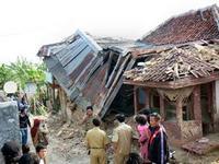 При землетрясении в Индонезии пострадали более 40 человек