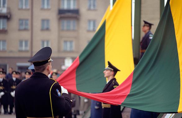Россия не посягает на границы Литвы - эксперт. Литва, флаг, военные