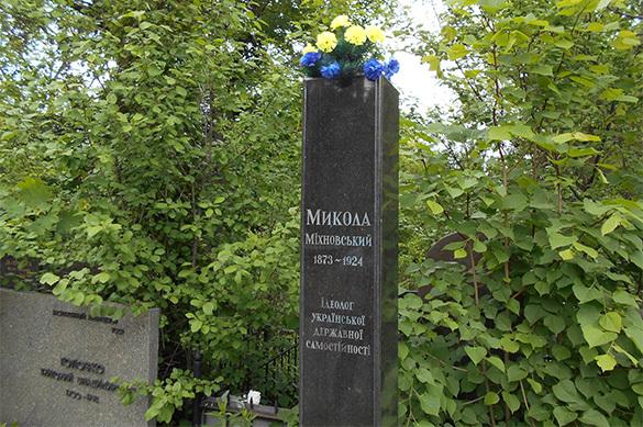 Бюст организатору украинской армии Михновскому украли с кладбища
