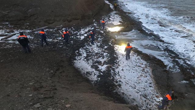 Вертолет, потерпевший крушение у Шпицбергена, подняли на поверхность. Вертолет, потерпевший крушение у Шпицбергена, подняли на поверхн