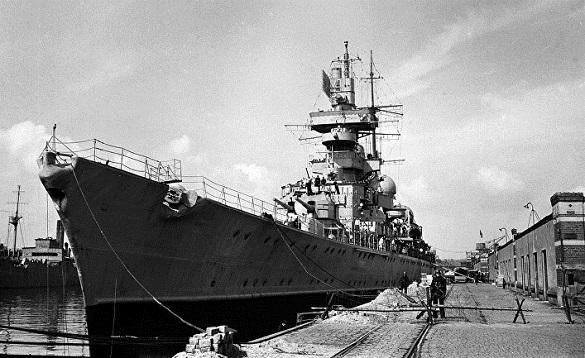 Миру угрожает непотопляемый крейсер Третьего рейха