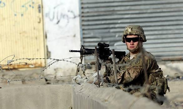 США передумали сокращать войска в Афганистане. американский солдат