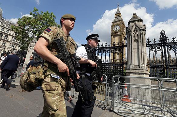 В Британии полицейские узнали, за какое время террористы могут попасть в парламент. В Британии полицейские узнали, за какое время террористы могут п