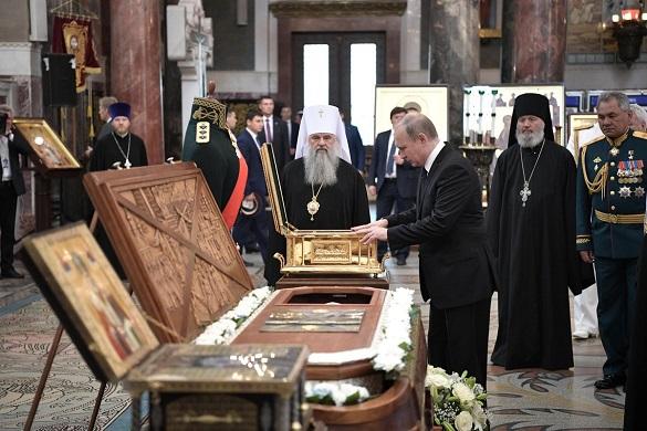 Путин приложился к мощам адмирала Федора Ушакова. Путин приложился к мощам адмирала Федора Ушакова