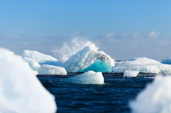 Глава РАН сообщил об угрозе мощного взрыва метана в Арктике.