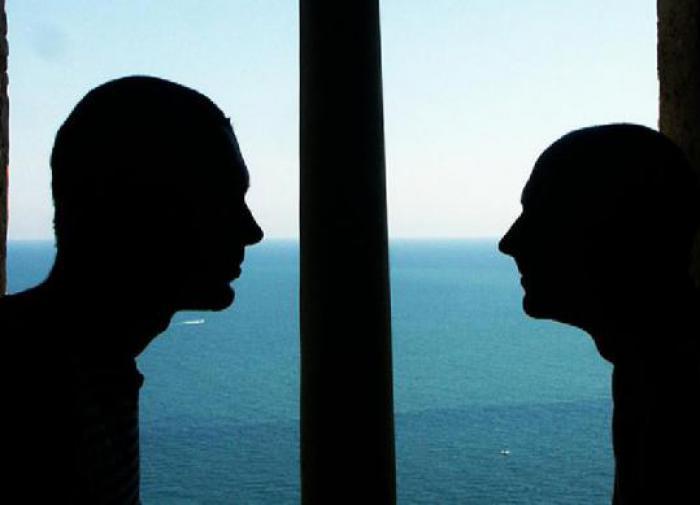 Море и 2 мужчин