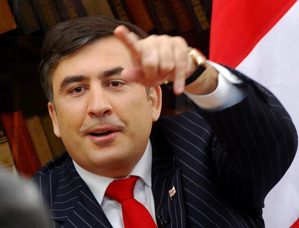 Саакашвили потребовал распустить на Украине милицию и таможню. Михаил Саакашвили с пальцем