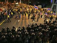 В Таиланде армия открыла огонь по протестующим