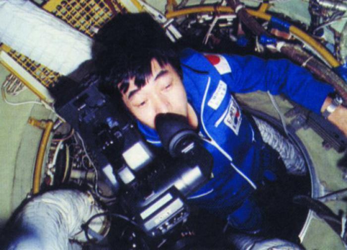 Тоехиро Акияма - репортер на космической орбите