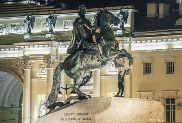 Петербургских вандалов задержали за приготовление шашлыка на Медном всаднике. 390680.jpeg