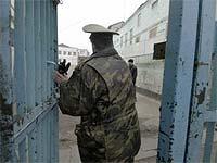 Начальник отряда исправительной колонии осужден за взятки и