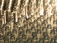 В британских магазинах продают наряды из бутылок