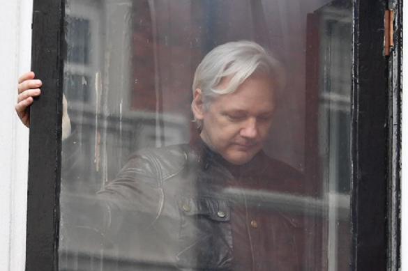 Главу Wikileaks Ассанжа хотели передать России. 393681.jpeg