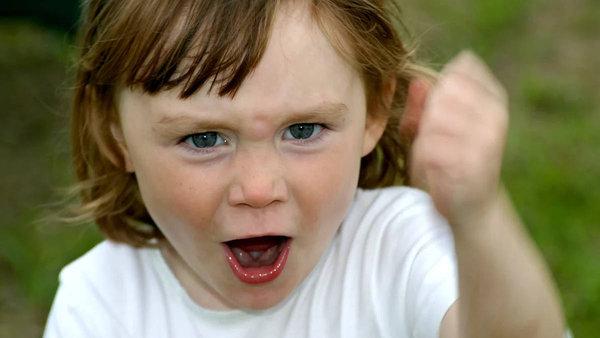 Детей нужно «крепче пеленать». агрессивный ребенок